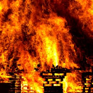 台湾火灾导致46人死,女子怒爆真相?!女子:害死我伯父就是建商跟政府,炒房的背后让人别无选择?!