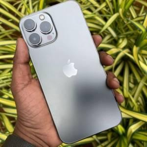 女子月入RM1.6K却执意要购买最新苹果手机!朋友傻眼:为了虚荣心换新手机,还和我借钱?!