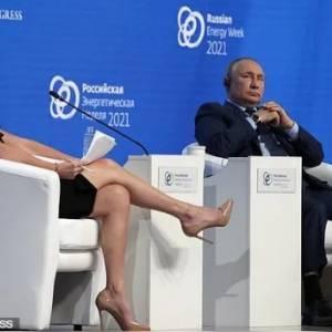 美女记者节目里不断挑逗普京,把网友们都尴尬到脚趾抠地!