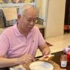 """Benda Rare Zaman PKP Ni. Syukur"" -  Sarapan Roti Gardenia, Najib Buat Warga Maya Terliur"