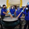 Hiburkan Perut, Selera Dan Hati Frontliner- Permaisuri Agong Masak Bubur Lambuk