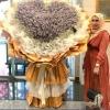 Suami Hadiahkan Isteri Jambangan Duit RM50 Ribu, Siap Angkut Guna Lori!
