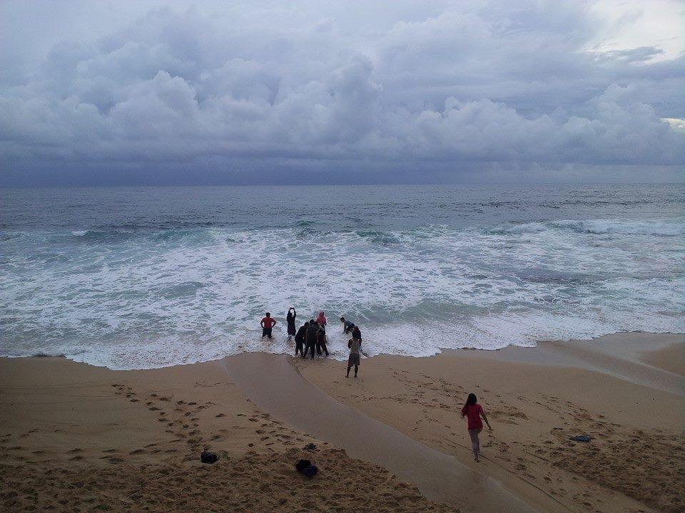 banyu tibo laut.jpg