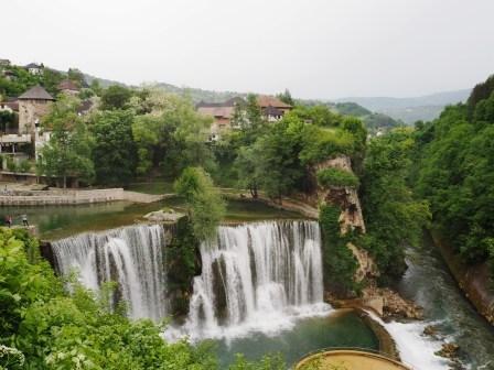 Air Terjun yg terletak di pinggir bandar ini adalah ikon utama Jajce, Pliva Falls