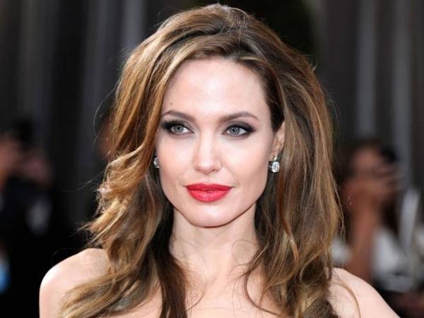 Angelina Jolie Akui Pelik Bila Hamil, Lahir Dan Jaga Anak