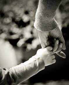 23a26d67da49d55cc2c61dfd8e9f6b96--mom-picture-holding-hands.jpg