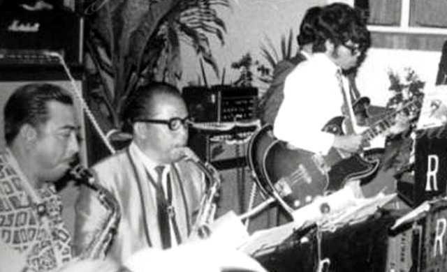 v2-Raja Idris Shah (kiri) bersama Rishah Orkes.jpg