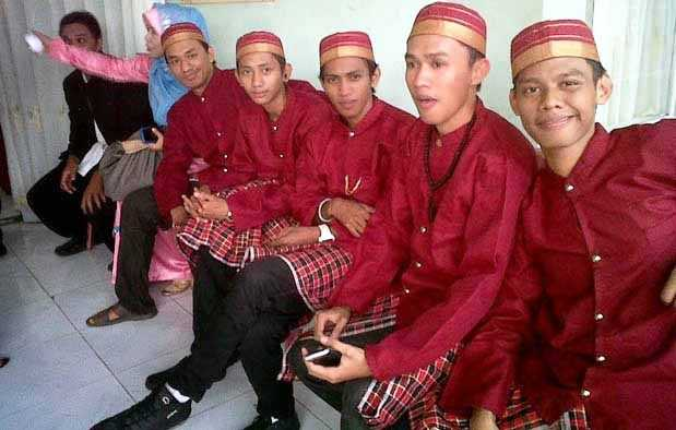 Pakaian Adat Sulawesi Selatan (Pria).JPG