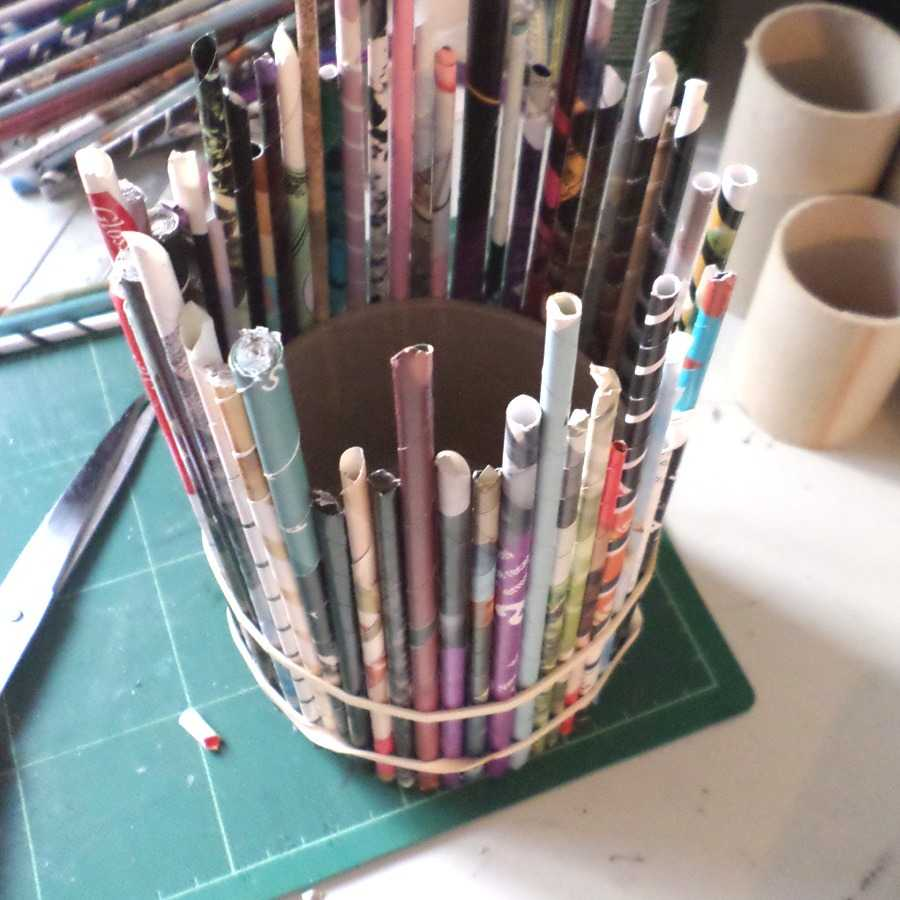 how-to-make-a-recycled-magazine-pencil-holder-11.jpg