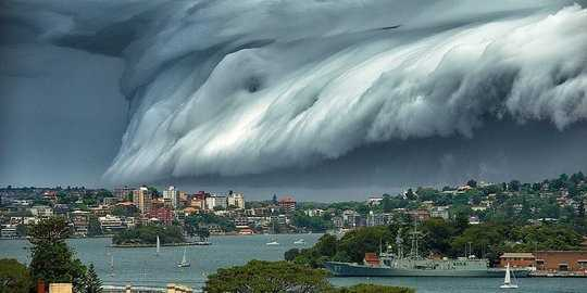ini-fenomena-badai-awan-mirip-tsunami-di-sydney-yang-bikin-heboh.jpg