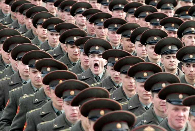 soldier-yawning-perfect-timing.jpg