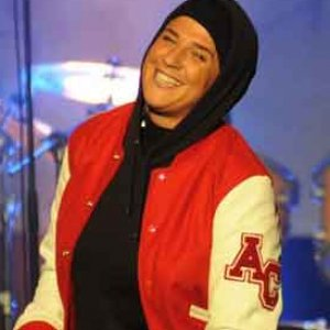 MELANIE GEOGIADES, penyanyi RAP Perancis PELUK ISLAM