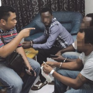 Warga asing belagak samseng ketika ditahan