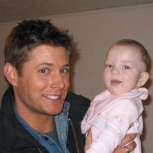 Jensen Ackles timang anak pertama