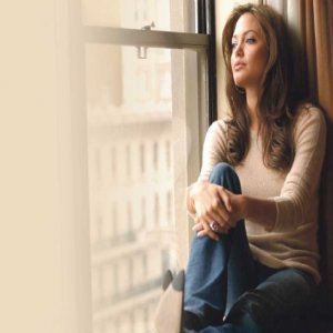 Angelina Jolie Hidup Tiga Tahun Lagi?