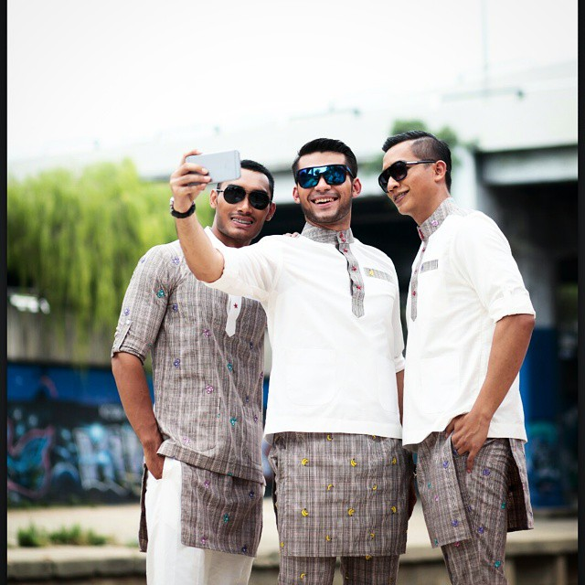 Koleksi Baju Kurung Kanak-Kanak Oleh Gosh Baby Shop. Fesyen Baju Melayu  Alaf Baru Yang Pelik  Baju Melayu Hipster Oleh Zery Zamry abd9fe54ca