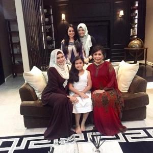 Siti Nurhaliza Sambut Raya Di Kediaman Tengku Zawyah