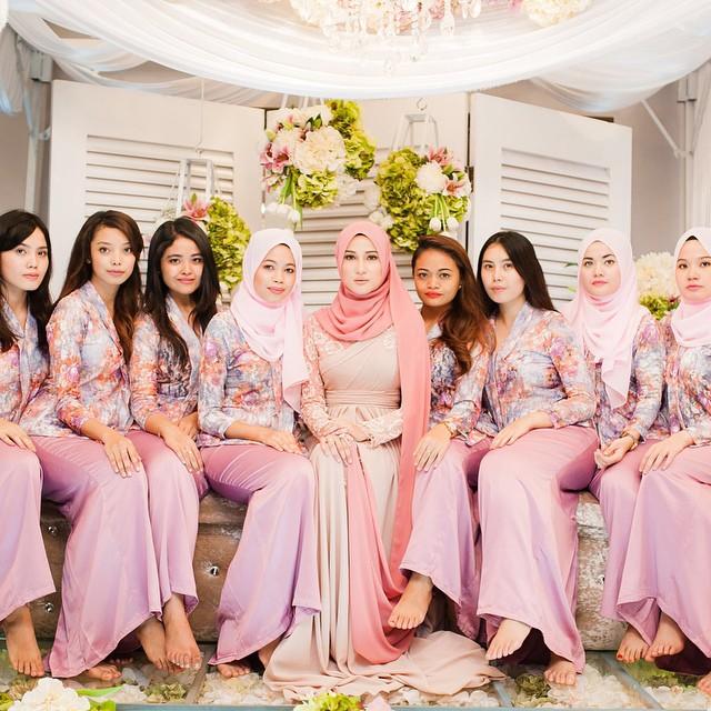 Inspirasi Warna Baju Bridesmaids Wanita Gaya Hidup