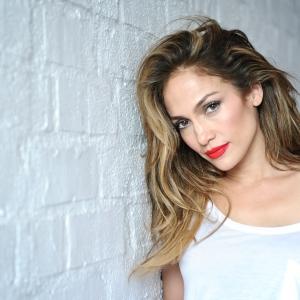 Hanya Ingin Hilangkan Selulit, Jennifer Lopez Guna Skrub Serbuk Berlian?