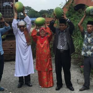 Raja Bomoh Muncul Lagi Dimusim Panas Dengan Ritual Tembikainya