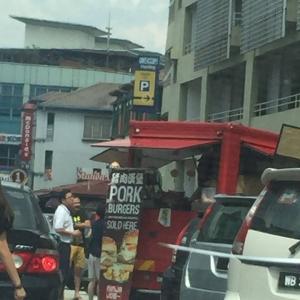 Salahkah Menjual Burger Babi Di Tepi Jalan Di Malaysia?