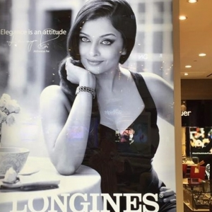 Gara-gara Memaparkan Poster Seksi, Tokey Kedai Jam Kena Saman