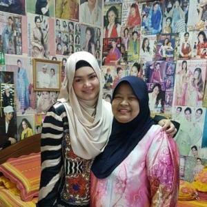 Peminat Menyorok Belakang Pintu, Terkejut Siti Nurhaliza Datang Ke Rumahnya
