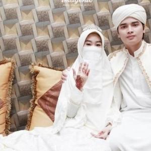Gadis Tiongha Kalah Debat Akhirnya Berkahwin Dengan Lawannya, Anak Ustaz Terkenal Umur 17 Tahun
