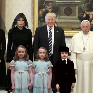 Reaksi Wajah 'Mencuka' Pope Bertemu Trump Tarik Perhatian Netizen