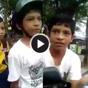 "Gelagat Lucu Dua Budak Sekolah ""Dibuli"" Anggota  Polis Cuit Hati Netizen"