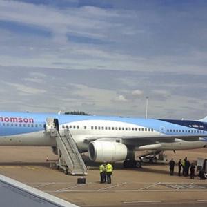 Bimbang Amukan Tiga Penumpang, Pesawat Terpaksa Mendarat Cemas
