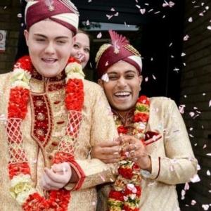 Gempar! Pengantin Gay Muslim Pertama Di England Selamat Dinikahkan