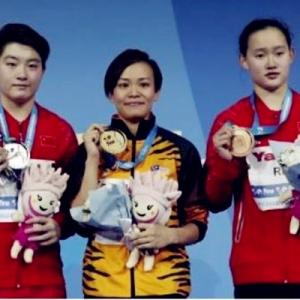 Berjaya Benamkan Peserta China, Atlet Terjun Negara Jun Hoong Menang Pingat Emas
