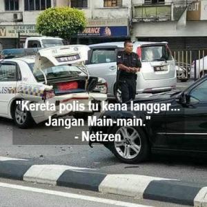 """""""Salah Siapa""""? Kereta Polis Dirempuh, Netizen Pula Sibuk 'Berbahas'"""