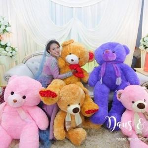Sweetnya, Suami Buat Kejutan Hadiahkan 8 Teddy Bear Besar Di Majlis Persandingan