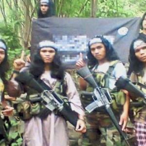 8 Lelaki Disyaki Anggota Pengganas Abu Sayyaf Ditahan Di KL