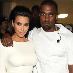 Obses Dengan Diri Sendiri, Kim Kardashian Bogel Atas Pokok