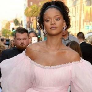 Penyesalan Terhebat Rihanna, Hilang Dara Sebelum Bernikah