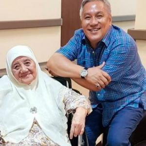 """Aku Block Semua Nanti,""-Chef Wan Berang, Netizen Pertikai Tudung Ibunya Di IG"
