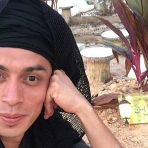 Iqram Dinzly Dikutuk, Selfie Di Pusara Bapa