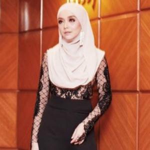 Pakai Baju Warna Kulit, Mira Filzah Ditegur Makin Seksi