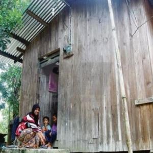 Enam Beranak Tinggal Dalam Rumah Tanpa Bilik