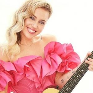 Miley Cyrus Disangka Hamil, Rupa-Rupanya Cuma Buncit Je