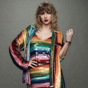 Peminat Merempat, Taylor Swift Terus Hadiahkan Rumah