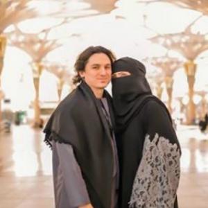 Teruk Dikritik, Ini Jawapan Kenapa Che Ta Pakai Niqab Hanya Di Mekah