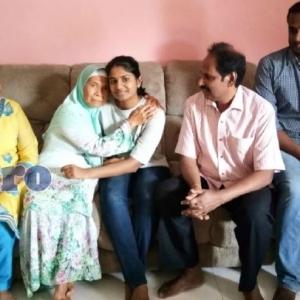 Kagum, Majikan India Hantar Bibik Indonesia Tunai Umrah