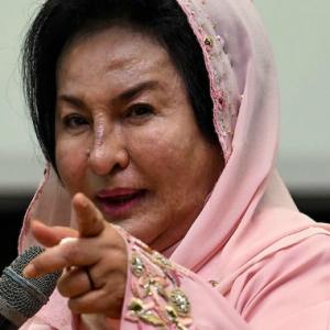 Kes Rantai Berlian Merah Jambu Rosmah, Peguam Tarik Diri