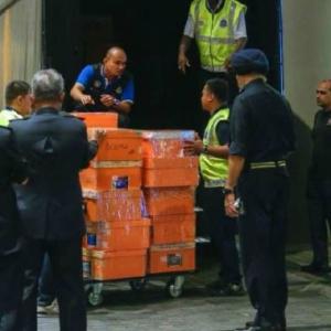 72 Beg Wang Tunai, 284 Kotak Beg Tangan Dirampas Dari Kondo Milik Tan Sri
