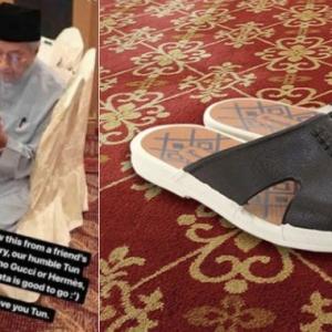 RM11.99 Je- Tun Mahathir Pakai Selipar Bata, Rakyat Pun Nak Beli Juga