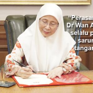 """Respek Dengan Dr Wan Azizah Sebab Pakai Sarung Tangan, Salut!"" - Netizen"